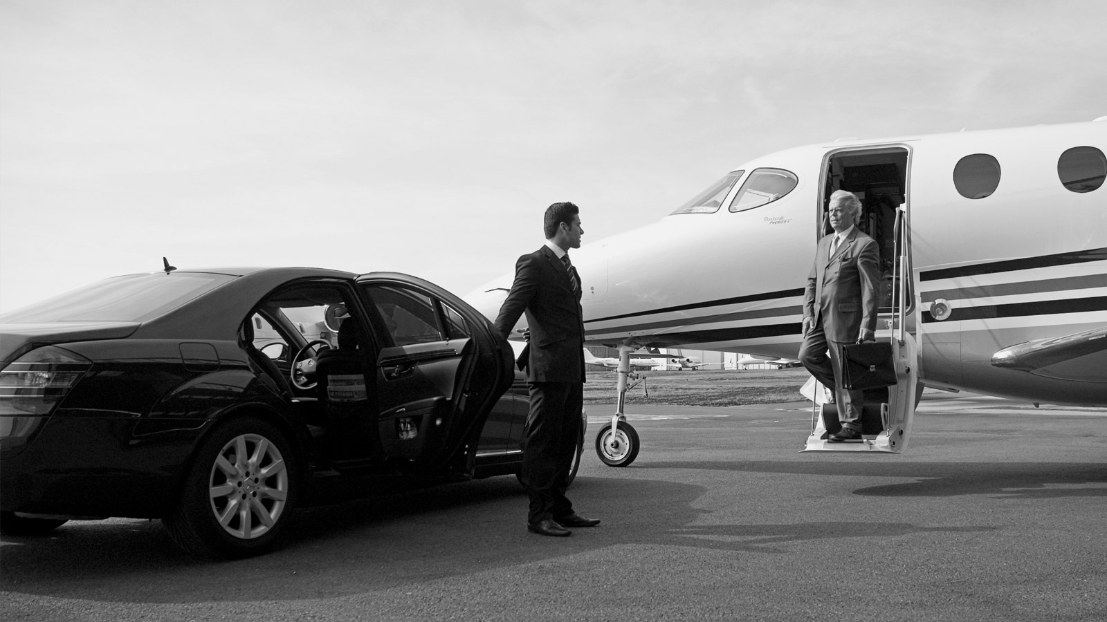 Private Aviation Limos – 4 Reasons to Book Private